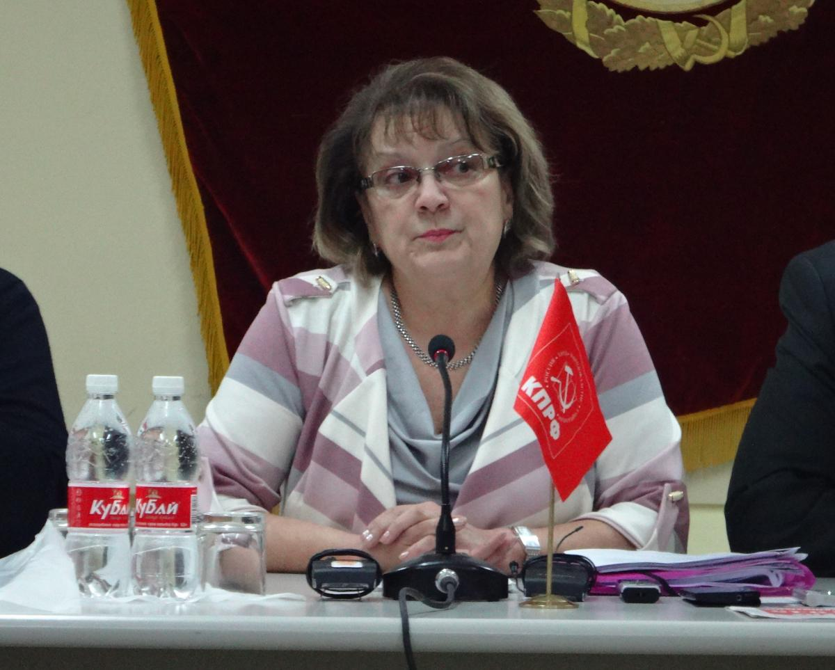 Ольга Алимова предложила вывешивать на улицах портрет Сердюкова - Общественное мнение Саратов Новости Сегодня