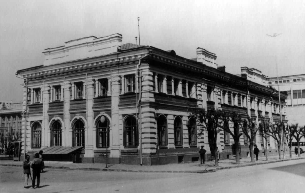 Здание, где раньше располагались истфак и филфак СГУ.