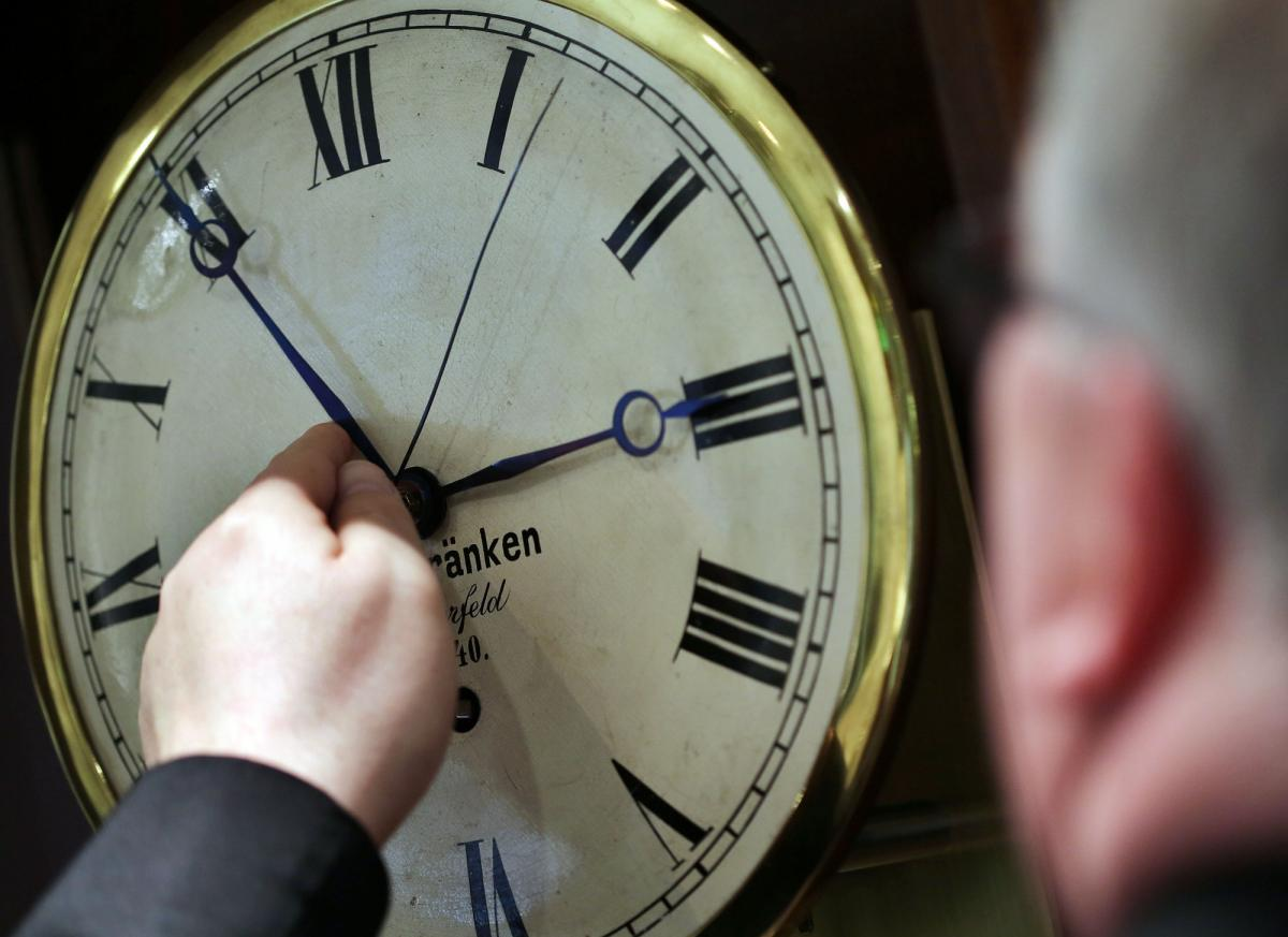 Почему перевели часы в саратовской области