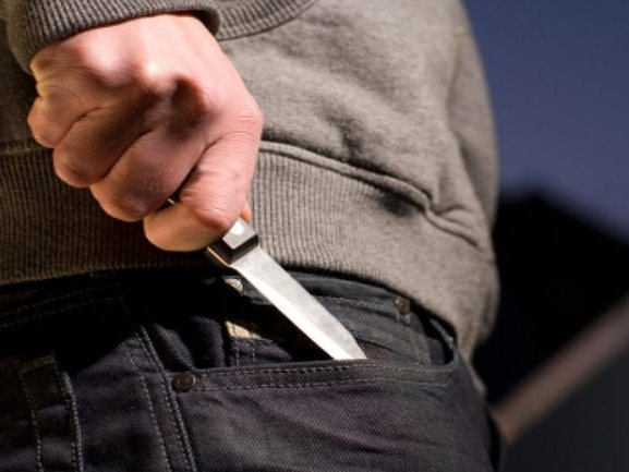 20-летняя жительница балаково ударила ножом свою мать