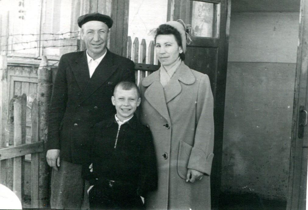 Юрий Сафронов с родителями