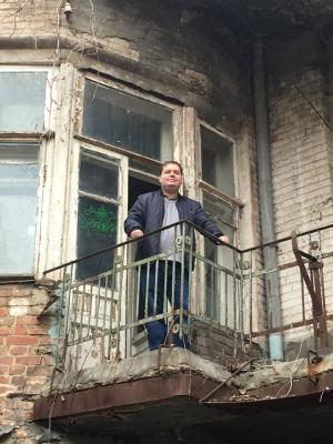 Депутат и градозащитники устроили рейд по разрушающимся памятникам Саратова