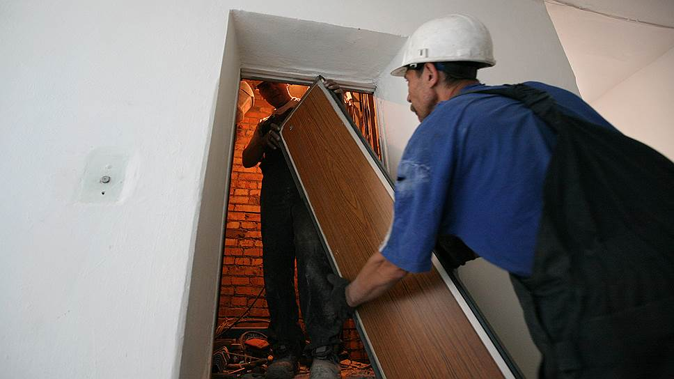 В Курске, Курчатове и Железногорске начали менять лифты