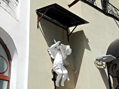 Дно дона Купидона. ЗАГС под пятой самовольной скульптуры