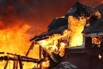 При пожаре жилого дома в Вольске погиб мужчина